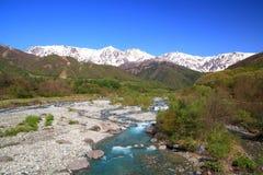 日本阿尔卑斯和河 免版税库存图片