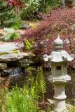 日本雕塑在庭院里 免版税库存图片