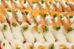 日本食物花梢三文鱼寿司在餐馆 免版税图库摄影