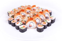 日本食物餐馆、寿司maki gunkan卷板材或者盛肉盘集合 加利福尼亚滚动与三文鱼 隔绝在白色backgroun 库存照片