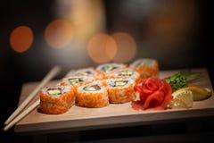日本食物 在一个木板的开胃寿司 库存图片