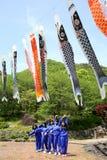 日本高中女孩的游览 免版税库存图片