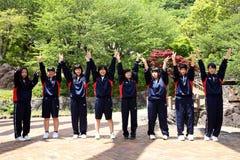 日本高中女孩的游览 库存照片