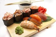 日本鸦片、寿司、卷与山葵和姜 库存图片