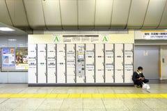 日本:投入硬币后自动操作的衣物柜 免版税库存照片