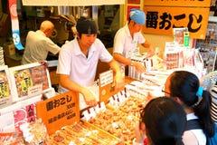 日本:Nakamise dori在浅草,东京 库存照片