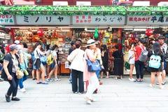 日本:Nakamise dori在浅草,东京 免版税图库摄影