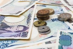 日本1000 5000 10000钞票和硬币 库存图片
