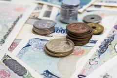 日本1000 5000 10000钞票和硬币 免版税库存照片