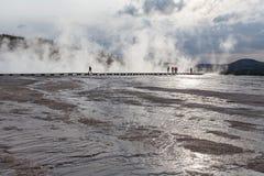 日落中途喷泉水池,黄石,怀俄明,美国 库存图片