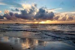 日落云彩和海洋 免版税库存图片