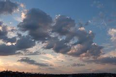 日落云彩在布拉格,捷克 免版税图库摄影