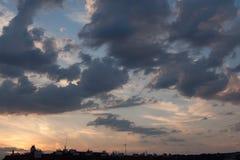 日落云彩在布拉格,捷克 库存图片