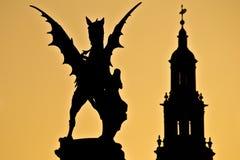 日落伦敦雕象很远英国教会 库存图片