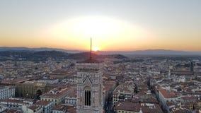 日落光晕和佛罗伦萨都市风景 库存照片