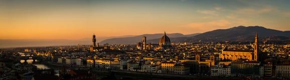 日落全景在从米开朗基罗广场的佛罗伦萨 免版税图库摄影