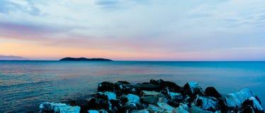日落全景在大理石岩石的 库存照片