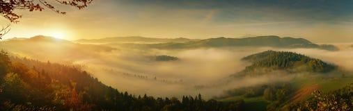 日落全景在西部tatra山的 库存图片