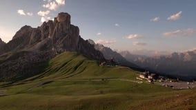 日落全景在Passo Giau,白云岩,意大利的夏天 股票录像