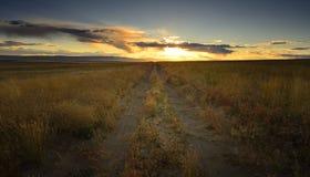 日落后面路 免版税图库摄影