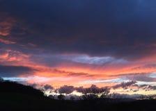 日落和五颜六色的天空 免版税库存图片