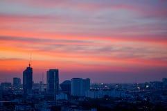 日落和城市 免版税库存照片
