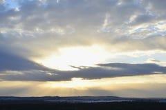 日落和大云彩的看法 免版税图库摄影