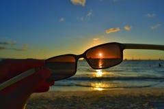 日落和太阳镜和太阳 免版税图库摄影