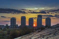 日落和摩天大楼 图库摄影