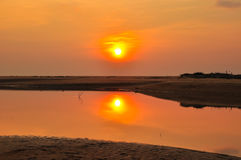 日落和海滩 免版税库存照片