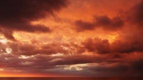 日落和红色云彩 免版税库存照片