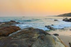 日落和蓝天在酸值samet靠岸,泰国 免版税库存图片