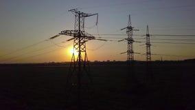 日落和高压力量定向塔 影视素材