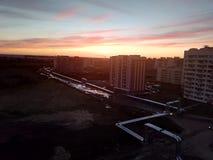 日落在一个普通的小镇 库存照片