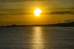 日落在一个松弛晚上在洪都拉斯 免版税库存图片