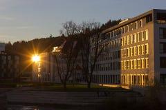 日落在一个11月晚上在一个历史城市 库存照片