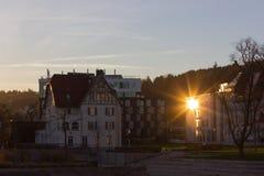 日落在一个11月晚上在一个历史城市 免版税库存照片