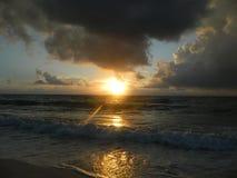 日落在世界的中心 库存照片