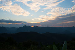 日落在修士Crubasai -泰国的观点 免版税图库摄影