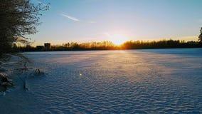 日落在冬天湖 免版税图库摄影