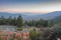 日落在卡嫩西亚马德里西班牙村庄  免版税图库摄影