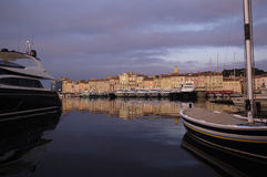 日落在圣特罗佩,法国海滨 库存图片