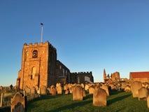 日落在圣玛丽教会, Whitby里 免版税库存照片