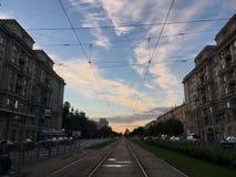 日落在城市,俄罗斯, 2017年8月13日 免版税库存照片