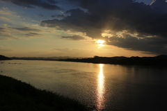日落在城镇可汗 库存图片