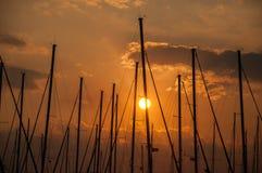 日落在小游艇船坞 库存图片