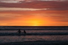 日落在巴厘岛印度尼西亚 库存图片