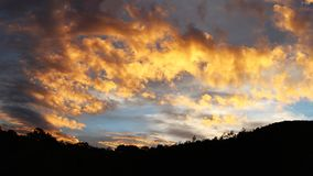 日落在巴布亚新几内亚 库存图片