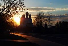 日落在普斯克夫,俄罗斯 免版税图库摄影