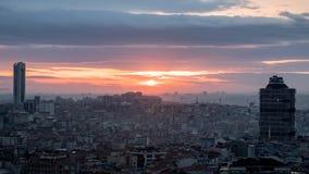 日落在有全景都市风景的伊斯坦布尔 免版税库存照片